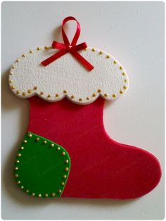Christmas is one of the most important dates of the year and that is why we pay so much attention to the decoration of the house at that time. Felt Christmas Decorations, Christmas Ornaments To Make, Christmas Crafts For Kids, Xmas Crafts, Felt Ornaments, Simple Christmas, Felt Crafts, Christmas Stockings, Christmas Diy