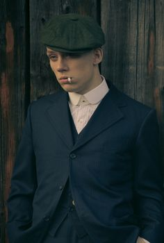 Joe Cole aka John Shelby in Peaky Blinders John Shelby Peaky Blinders, Peaky Blinders Series, Michael Peaky Blinders, Peaky Blinders Actors, Peaky Blinders Characters, Family Photo Outfits, Family Photos, Traje Peaky Blinders, Joe Cole Actor