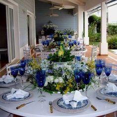 Os melhores momentos da vida passamos ao redor de uma mesa com pessoas queridas, amigos e família .