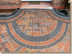 Step-by-step diagrams and photographs illustrating how block paving should be laid Laying Block Paving, Block Paving Driveway, Walkway, Clay Pavers, Concrete Pavers, Concrete Blocks, Site Layout Plan, Construction Drawings, Brick Flooring