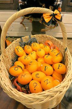 Halloween eggs  Halloween kananmunien koristelu kirjaimin
