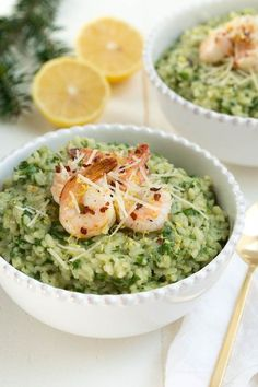 Lemon Garlic and Spinach Risotto with Sautéed Shrimp is a classic recipe that combines everything you love about creamy risotto with lemon garlic and hearty spinach. The creamy risotto is topped with a simple sautéed lemon garlic shrimp to create an entire meal for any day of the week! @madeincookware #dinner #recipe #risotto #madeinholidaysear