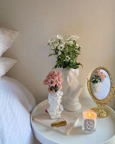 𝑝𝑖𝑛𝑡𝑒𝑟𝑒𝑠𝑡: 𝑠 𝑢 𝑚 𝑚 𝑒 𝑟 Room Ideas Bedroom, 60s Bedroom, Bedroom Decor, Bedroom Inspo, Wall Decor, Dream Apartment, Aesthetic Room Decor, Aesthetic Outfit, Glamour Decor