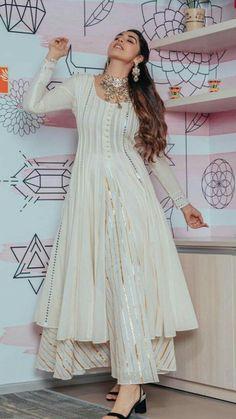 Beautiful Chanderi-Silk Kurti with beautiful mukaish and gota work embellishments. Beautiful Chanderi-Silk Kurti with beautiful mukaish and gota work embellishments. Stylish Dress Designs, Designs For Dresses, Stylish Dresses, Casual Dresses, Trendy Outfits, Pakistani Dresses Casual, Indian Gowns Dresses, Pakistani Dress Design, Party Wear Indian Dresses