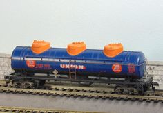Athearn 3 Dome 42' Tank Car Union 76 #UCOX10171 (Ho built yellow box Kit #1504) #Athearn