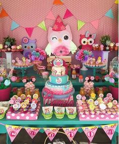 Regrann from - Linda festa By Owl First Birthday, 1st Birthday Party For Girls, 1st Birthday Themes, Owl Themed Parties, Owl Parties, Sunshine Birthday Parties, Peter Rabbit Birthday, Baby Shower Themes, Baby Showers