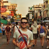 Hoje eu me despeço de Bangkok, cidade incrível que me conquistou... Não achei que fosse gostar tanto daqui, mas essa cidade é única e com suas loucuras, esquisitices ou o que for, vai deixar saudades... Next stop: Chiang Mai #Bangkok #KhaoSan #thailand #UmViajanteAsia2015 #tailandia #Khaosanroad
