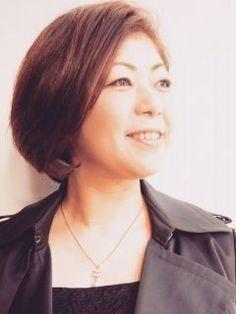 何年か振りに髪をバッサリ切りましたぁ ( ω )  20センチ程  気持ちもスッキリ  イメチェン記念に美容室の方が写真撮ってくれました ()   オススメの美容室ですよ  #エムエム  #美容室 #薬院ムツ角側  tags[福岡県]
