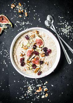 Nadia Damaso: Millet-cinnamon porridge with fresh figs, cranberries & roasted nuts. Eat better not less. Porridge Toppings, Porridge Recipes, Porridge Ideas, Healthy Desayunos, Healthy Breakfast Recipes, Eat Better, Roasted Nuts, Fresh Figs, Breakfast Bowls
