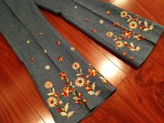 RARE 70's Denim jeans Bell Bottoms with Hand Embroidered Flower Power Detail Small Medium 4 6 8 10