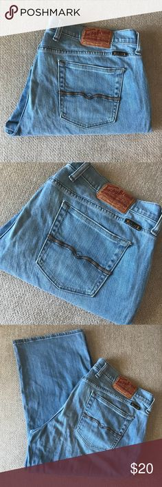 Lucky Brand Light Wash Cropped Capri Jeans 16/33 Pre-loved, gently worn with lots of life left! Size 16/33 Lucky Brand Jeans Ankle & Cropped