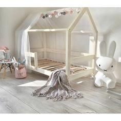 Dětská postel DOMEČEK. Dětská postel ve tvaru domečku v různých rozměrech, s přidanými bočnicemi. Dětská domečková postel. Postel domeček s bočnicemi. Bočnice