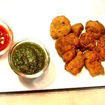 Chicken Pakoda Recipe - Chicken cubes dipped in a flavour-rich batter of gram flour, mango powder, anardana and masalas, fried crisp.