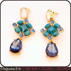 Los pendientes Irina son unos elegantes pendientes dorados adornados con piezas geométricas en distintos tonos de azul y rematados por una piedra de cristal transparente que te darán un toque especial, te pongas lo que te pongas. ¡No te lo pienses más y hazte con uno de nuestros dos modelos! Precio: 11,95 € #pendientes #earrings #ohrringe #shopping  #Woman #Lady #Chic #Trendy #jewelry #accesorios #Tendencias #tendances #Moda #Mode #Style #fashion #guapa #tresjolie #pretty