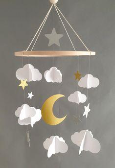 Mobile Nuages et lune en papier recyclé sur cercle en bois 75x25 cm Cloud Mobile, Moon, Paper, Color