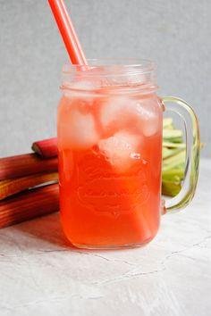 Lemoniada rabarbarowa (3 składniki) - Wilkuchnia Liquor Drinks, Make Good Choices, Breastfeeding, Healthy Lifestyle, Mason Jars, Shake, Smoothie, Food And Drink, Menu