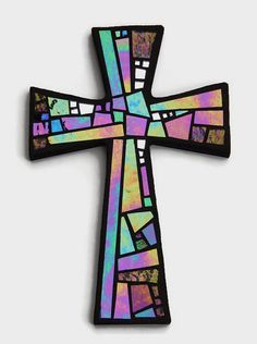 Cruz de pared de mosaico negro con vidrio iridiscente