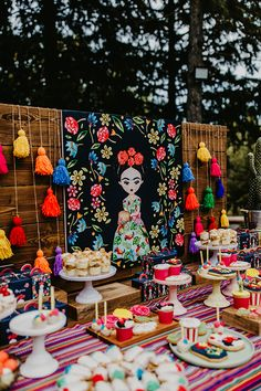 Today we share with you wonderful decorating ideas that will take you to a magical setting full of colors! H baptism . Mexican Birthday Parties, Mexican Fiesta Party, Fiesta Theme Party, Birthday Party Themes, Mexican Party Decorations, Party Table Decorations, Frida Kahlo Party Decoration, Frida Kahlo Birthday, 50th Party