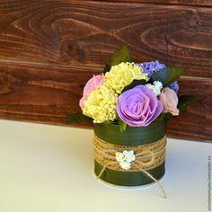 В этом мастер-классе я хочу показать и рассказать, как создать букет цветов из фетра. Вот что у нас должно получиться в результате работы: В этом букетике 3 вида цветов: хризантемы, розы и гортензия. Для работы нам понадобятся следующие материалы и инструменты: 1. Фетр нужных оттенков для цветов и зелени. 2. Флористическая проволока. 3. Ножницы. 4. Клеевой пистолет. 4.