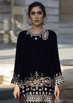 Dress Formal Hijab Simple 17 Ideas Source by dresses formal Pakistani Formal Dresses, Pakistani Wedding Outfits, Pakistani Dress Design, Indian Dresses, Dress Formal, Frock Fashion, Girl Fashion, Fashion Dresses, Velvet Dress Designs