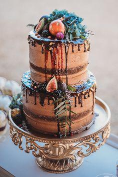 Chocolate Wedding Cake chocolate wedding cakes Fall Harvest Inspired Farm Wedding in Temecula Big Wedding Cakes, Creative Wedding Cakes, Floral Wedding Cakes, Wedding Cake Designs, Unconventional Wedding Cake, Cheesecake Wedding Cake, Bolo Cake, Wedding Cake Inspiration, Wedding Ideas