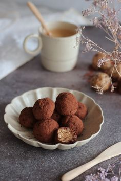 energy balls with plant protein, tahini and raw oats Protein Energy, Protein Ball, Plant Protein, Raw Oats, Energy Balls, Tahini, Mood, Cooking, Breakfast