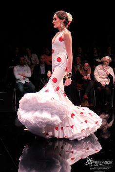 Pedro Béjar nos maravilla con #OMNIUM donde #BlancoAzahar ha tenido el placer de colaborar con sus #Floresdeflamenca . Simof 2018 - Salón Internacional de Moda Flamenca 2018 en Fibes Sevilla. Colección que toma el nombre originario de la localidad natal del diseñador, #Hinojos. #PedroBéjar #moda #fashion #ModaFlamenca #Sevilla #TrajesdeFlamenca #Simof #photography by @LolaMontiel #Simof #photography by @ Dot Dress, Formal Dresses, Fashion, Xmas, Flamenco Dresses, Dresses For Formal, Moda, Formal Gowns, Fashion Styles
