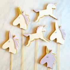 Unicorn Cookie Pops
