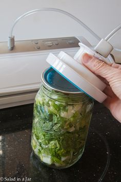 "keeping ""salad in a jar"" allows you to plan 7 days of lunches ahead of time! Just add your toppings,seal it, then right before eating, give it a good couple of shakes and it's ready to eat from the jar. (www.salad-in-a-jar.com)"