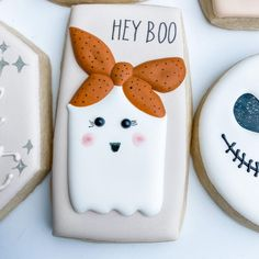 """POSH FAVORS on Instagram: """"Hey Boo 👻 . . . . #poshfavors #sugarcookies #decoratedcookies #halloweencookies #heyboo #ghostcookies #hawaii #oahucookies #honolulu…"""" Royal Icing Cookies, Sugar Cookies Recipe, Cake Cookies, Halloween Cookies, Halloween Treats, Cookie Ideas, Cookie Recipes, Ghost Cookies, Cakepops"""