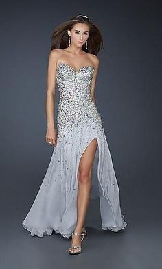 I'm obsessed with any kind of dress. Wish I had a prom. Lol