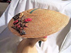 """True Vtg 50s Natural Straw """"Saucer"""" Beach/Garden/Sun Hat w/Straw Flowers #Unbranded"""