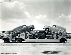 Ford COE tractor pulling three delivery sedans on a fifth wheel car hauler Hot Rod Trucks, Cool Trucks, Big Trucks, Chevy Trucks, Pickup Trucks, Semi Trucks, Antique Trucks, Vintage Trucks, Vintage Auto