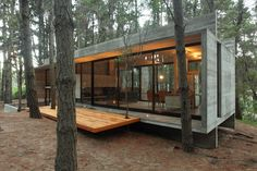 Concrete Tree House in Brazil. Concrete tree house architecture in Brazil Casas Containers, Concrete Building, Concrete Houses, Concrete Wood, Concrete Materials, Glass Houses, Poured Concrete, Box Houses, Tiny Houses