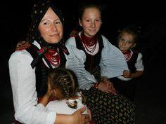 Folk costumes of Sic / Szek in Transylvania/Romania. Folk Costume, Costumes, Transylvania Romania, People, Fashion, Moda, Dress Up Clothes, Fashion Styles, Fancy Dress
