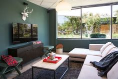 table basse industrielle salon bleu canard