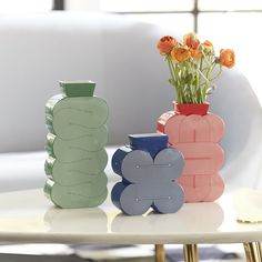 Photography Ideas At Home, Power Pop, Home Decor Vases, Gift Bows, Pottery Vase, Throw Rugs, White Porcelain, Flower Vases, Bold Colors