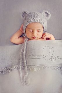 Easy knitted baby Teddy Bear Bonnet. Pattern. Quick and simple. Perfect for Christmas!