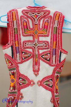Traditional Albanian clothing Folk Clothing, European Countries, Folk Costume, Bulgaria, Traditional Dresses, Diy Fashion, Drake, Mythology, Greece