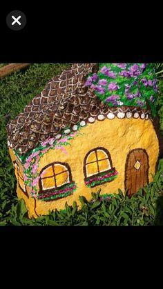 Rock Queen, Rain Garden, Garden Crafts, Rock Art, Rocks, Stones, Hand Painted Rocks, Cave Painting, Stone Art