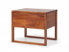 Der Elegante Nachttisch Steht Auf Schmalen, Grazilen Beinen Und Ist Der  Ideale Nachtbegleiter. Er