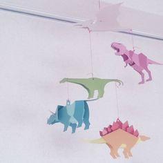 いいね!18件、コメント1件 ― minnさん(@mii1481)のInstagramアカウント: 「. 息子が作りかけのまま、 ずーーーーっと放置してたので 私が作りました。 . . #モビール #恐竜 #ペーパークラフト」