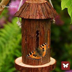 Houtblok voor vlinders trekt ook andere nuttige insecten aan zoals gaasvliegen.