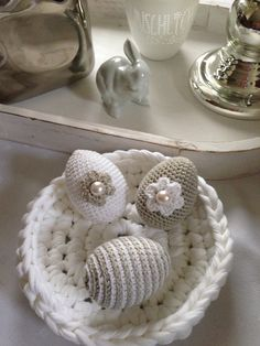 Alles Ei, oder was… Easter Crochet Patterns, Crochet Bunny, Crochet Home, Easter Table Settings, Crochet Decoration, Holiday Crochet, Easter Bunny Decorations, Quilling Designs, Learn To Crochet