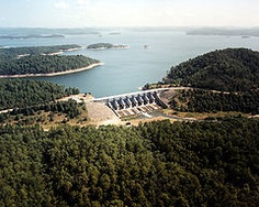 Broken Bow is one of Oklahoma's deepest and most scenic lakes. Broken Bow Oklahoma, Broken Bow Lake, Oklahoma Lakes, Lake Texoma, Route 66 Road Trip, Hydroelectric Power, Army Corps Of Engineers, River, Outdoor