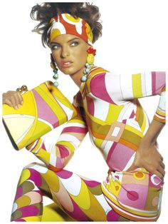 Linda Evangelista wearing Pucci for Vogue US, May 1990. Photographer Irving Penn #puccigirl