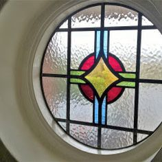 Edwardian leadlight circle - It's a shame so many people rush to have white UVPC windows these days and windows like these end up in the skip or salvaged. Stained Glass Repair, Stained Glass Mirror, Stained Glass Studio, Stained Glass Ornaments, Stained Glass Designs, Stained Glass Panels, Stained Glass Projects, Stained Glass Patterns, Leaded Glass