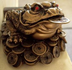 Chan Chu (akaJin Chan)    The Jin Chan is a frog or toad in Chinese mythology that appears near a home or business that is soon toreceivegood news or financial gain.    In one legend, Jin Chan was once a woman who was turned into a toad as punishment for stealing the Peaches of Immortality.    #Chinese #Mythology