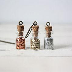 39 DIY Christmas Gifts You'd Actually Want To Receive glitter bottle necklace Diy Holiday Gifts, Diy Gifts, Christmas Diy, Great Gifts, Bottle Charms, Bottle Necklace, Diy Necklace, Bff Necklaces, Diy Vintage