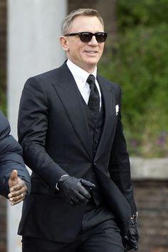 James Bond Suits & Tuxedos on SALE - Affordable Daniel Craig Clothing Terno James Bond, James Bond Suit, Bond Suits, James Bond Style, New James Bond, Daniel Craig Suit, Daniel Craig Style, Daniel Craig James Bond, Estilo James Bond